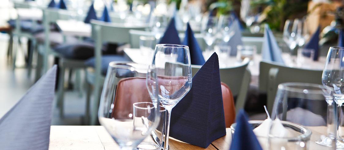 Zu Tisch im Wintergarten